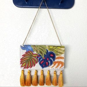🌟Chico's embroidered leaf clutch